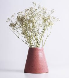 Encore du rose! Ce vase fait à la main accueillera vos bouquets et décorera vos tables avec une vraie touche de gaieté.