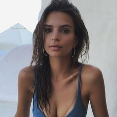 Emily Ratajkowski Wearing Jewelry With Her Swimsuits