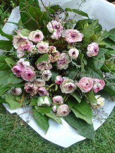 Beautiful ! Floral Wreath, Wreaths, Beautiful, Home Decor, Gardens, Floral Crown, Decoration Home, Door Wreaths, Room Decor