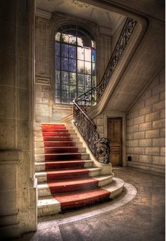 De Rode Loper; I can see a fairy tale princess walking up these steps...