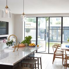 This beautiful Victorian house in London was given a second chance - - Kitchen July 17 Hewitson Victorian house Victorian House Interiors, Victorian Terrace House, Victorian Kitchen, Victorian Homes, Victorian London, Victorian Door, Rustic Kitchen, Kitchen Decor, Buy Kitchen