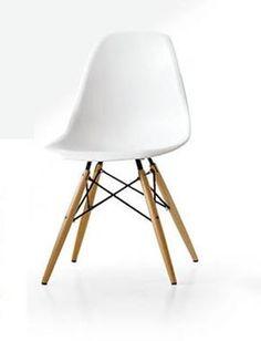 Sedia design con struttura metallica e gambe in legno