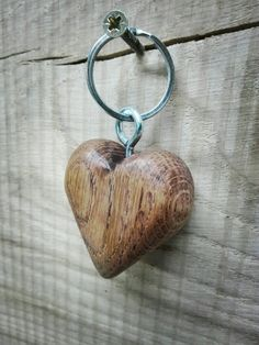 Whittling Patterns, Wooden Keychain, Wood Scraps, Small Wood Projects, Clay Animals, Wooden Gifts, Woodturning, Key Fobs, Wooden Jewelry