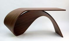Bureau Waimea. The table is formed using only one piece of material. It is diffferent from the ordinary four-legged table.