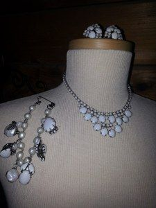 This is an exquisite, classically elegant circa 50's 4 piece Demi Parure stunning necklace, earrings & bracelet by Gale.These 3 will definitely establish your upscale vintage panache. The necklace is in excellent vintage condition with the milk glass stones that presenting a lustrous sheen and alluring appeal to anyone's eye. The rhinestones mixed with the lustrous sheen of chunky faux pearls & milk glass compliment each other.
