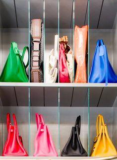 Kelly Wearstler Shares 6 Tips for Creating the Perfect Closet Kelly Wearstler Shares 6 Tips for Closet Organization Organizing Purses In Closet, Best Closet Organization, Purse Organization, Organized Closets, Handbag Storage, Bathroom Organization, Master Closet, Closet Bedroom, Closet Space