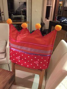 Verjaardagskroon voor stoel. Tafelzeil. Mini Me, Learn To Sew, Montessori, Cool Kids, Party Ideas, Tote Bag, Learning, Sewing, Fun