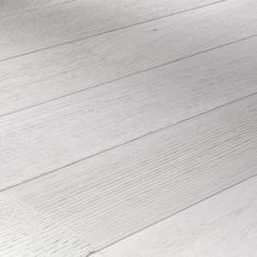 Lot de 25m² d'un parquet contrecollé chêne lofthuilé, au bois clair tirant vers le gris   Ce produit est une fin de série dont la production est arrêtée en usine. Il est de même qualité qu'un autre parquet et offre un rendu similaire.    Pose ultra rapide flottante   Finitionhuilé mat   Facile d'entretien