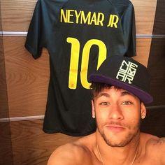 25 shameless Neymar selfies