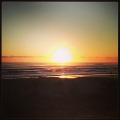 Good morning sunshine! ☀ Glorious waking up on the Gold Coast after the final A-Z seminar in this Australian tour. Loved meeting you. Bring energy to what you do today! xx #energy #sunshine #sunrise #gratitude #moveyourbody #beachwalk #beauty #nature