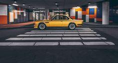 """BMW CSL 3.0 Gold """"Batmobil""""- Das goldene Coupé ein Exemplar von 1974. Der Hubraum des Sechszylinders beträgt knapp 3,2 Liter. Der Motor leistet 206 PS und 286 Nm bei 4.300/min. #BMW #CSL #3.0 #Gold #Hommage #Oldtimer #Retro #Classic #Car #Automobil #classicdriver"""