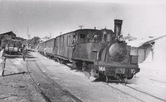 Tren de viajeros saliendo de la estación de Madrid, del ferrocarril Madrid-Aragón (líneas de Madrid a Arganda, Colmenar de Oreja y Orusco).
