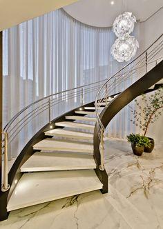 Round Stairs Design Stairways New Ideas Spiral Stairs Design, Stair Railing Design, Home Stairs Design, House Design, Railings, Luxury Staircase, Curved Staircase, Mansion Interior, Interior Stairs
