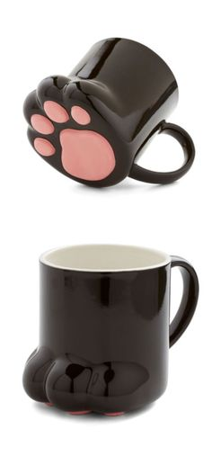 A mug for cat lovers out there. It looks like a cat's paw, what a clever idea. #funnymugs #catpawmug #catmug