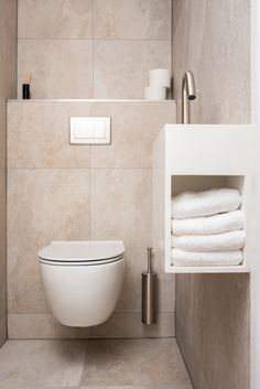 Small Toilet Room, Toilet Sink, Modern Toilet, Downstairs Toilet, Toilet Design, Tiny House Cabin, Bathroom Interior Design, Powder Room, Home Deco