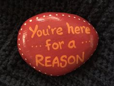 You're here for a reason. Hand painted rock by Caroline. The Kindness Rocks Project You're here for a reason. Hand painted rock by Caroline. The Kindness Rocks Project Rock Painting Patterns, Rock Painting Ideas Easy, Rock Painting Designs, Pebble Painting, Pebble Art, Diy Painting, Stone Painting, Shell Painting, Painted Rocks Craft