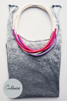 Statement-Kette in Rot- und Lilatönen // statement necklace in red and purple colours by Goldmeise via DaWanda.com