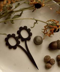 "new Kelmscott Designs ""daisy"" scissors....CUTE!"