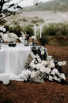 White Wedding Flowers, White Flowers, Floral Wedding, Bridal Table, Wedding Table, Wedding Events, Our Wedding, Modern Flower Arrangements, Love And Marriage