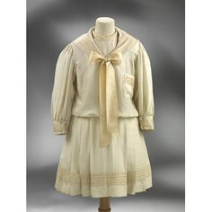 Sailor suit Date: ca. 1905 (made) Museum number: T.158-1969