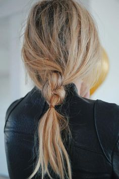 Double Knotted Pony #messyhairstyles ★ We bring you easy hairstyles for long hair to make you look chic. Dreaming to change your style but do not know how to do it?#glaminati #lifestyle #easyhairstylesforlonghair