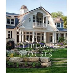 An architectural monograph of lyrical, bespoke homes built to last. The houses designed by Wade Weissmann and his firm tell the stories of the homeowners. Like beautiful music, a Wade Weissmann house is composed of notes and expressions, rhythm and syncopation, moving forward in time and space toward a resolution that separates ordinary from extraordinary architecture: harmony. Known for their shingle-style homes, they also design ranch houses and equestrian estates, romantic cottages, contempor Southern Style Homes, Shingle Style Homes, Georgian Style Homes, Georgian House, Romantic Cottage, Architecture Details, Shingle Style Architecture, Southern Architecture, Pent House