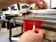how to use a knitting machine to crochet a cast off. This is one way to cleverly remove your work from the knitting machine and complete the piece of knit work. Knitting Videos, Loom Knitting, Knitting Projects, Yarn Crafts, Fabric Crafts, Shibori, Brother Knitting Machine, Knitting Machine Patterns, Knifty Knitter