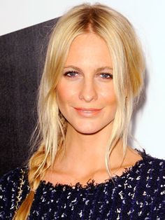 ELLE polled the nation's top 100 hair salons to find the country's best celebrity hairstyles--and how to make them your own. Holiday Hairstyles, Celebrity Hairstyles, Cool Hairstyles, Beauty Makeup, Hair Makeup, Hair Beauty, Orange Lips, Poppy Delevingne, Legally Blonde