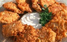 Výborný tip na lehkou večeři, kterou můžete mít na stole už za pár minut. Cuketové karbanátky nejlépe chutnají s domácí omáčkou nebo čerstvou zeleninou. Co budeme potřebovat: 500 g cukety 1 vejce 4 lžíce mouky 1 svazek petrželky 2 stroužky česneku sůl a pepř 2 lžíce strouhanky – volitelné olej postup přípravy najdete na druhé …
