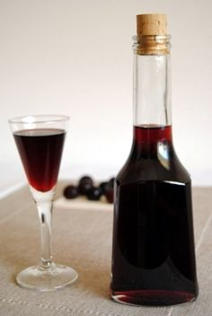 nalewka wiśniowa Alcoholic Drinks, Beverages, Strong Drinks, Wine Art, Polish Recipes, Irish Cream, Drinking Tea, Red Wine, Vodka