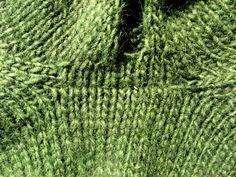 При вязании изделия снизу вверх есть одна проблема, которая доставляет немало переживаний. При соединении корпуса и рукавов для вязания кокетки, в местах, где…