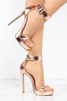 60 Leather Casual Style Shoes That Will Make You Look Fantastic - Shoes Market Experts - - Heels Sexy Fashion Shoes Source by High Heels Boots, Shoe Boots, Frauen In High Heels, Prom Heels, Fashion Heels, Gold Fashion, Trendy Fashion, Luxury Fashion, Pretty Shoes