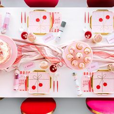 "Bonjour Fête on Instagram: ""Personalized place settings and sweet treats waiting at each seat?! Our kinda party! 😜🍬 so happy to host this Land of Sweets party for our…"" Christmas Table Settings, Place Settings, Sweet Treats, Waiting, Gift Wrapping, Sweets, Places, Happy, Instagram"
