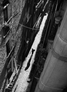 vintage everyday: Amazing Black & White Photos of Street Scenes of Madrid and Barcelona in the Black And White Artwork, Black White Photos, Black And White Photography, Old Photography, Street Photography, Dramatic Photography, Foto Madrid, Shadow Silhouette, Photo Black