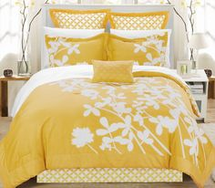 this yellow bedding screams spring!