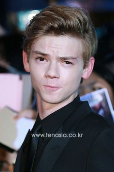 MY HEART IS BEATING VERY HARD, BECAUSE OF THIMAS SANGSTER!!!!