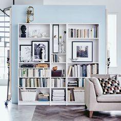 Schöne Bilder ins IKEA Regal hängen solange noch nicht genügend Bücher da sind ':)