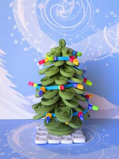 3d quilled Christmas tree. Looks like a fun project.