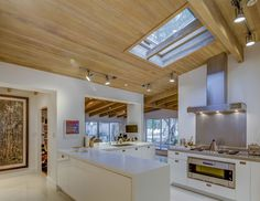 The open chef's kitchen feels like a natural extension of the home. Midcentury Post and Beam In Fryman Canyon. Browse inspirational photos of modern homes. From midcentury modern to prefab housing and renovations, these stylish spaces suit every taste. Oak Hardwood Flooring, Terrazzo Flooring, Studio City California, Post And Beam, Level Homes, Prefab Homes, Mid Century House, Modern Kitchen Design, Home Kitchens