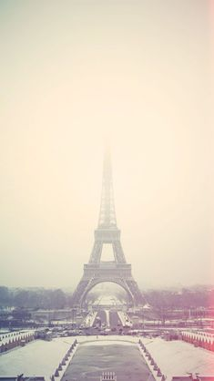 Eiffel Tower Paris in Fog #iPhone #wallpaper
