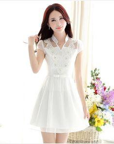 เดรสผ้าชีฟองเนื้อเงาสีขาว แต่งด้วยผ้าถัก รูปดอกไม้ | Vipta Shop Ulzzang Fashion, Asian Fashion, Girl Fashion, Elegant Dresses, Pretty Dresses, Beautiful Dresses, Dress Outfits, Girl Outfits, Fashion Dresses