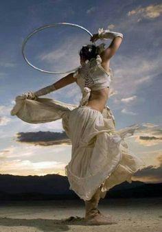 Hoop dance. Vivian Spiral.