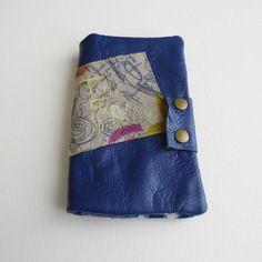"""Grand portefeuille en cuir bleu élétrique """"toutetsoncontraire"""""""