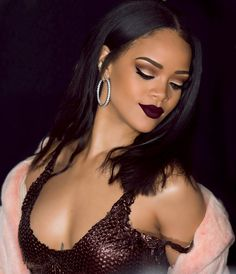 Beautiful black women Rihanna love her makeup especially the eyeshadow