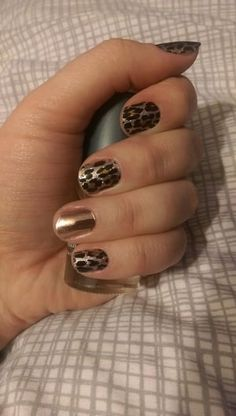 Gilded Leopard ,  Chasse Jamberry manicure