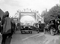 زينة واحتفالات بمناسبة دخول العراق عصبة الامم المتحدة عام ١٩٣٢ . بغداد