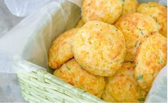 If making biscuits is intimidating to you, these Cheddar Chive Drop Biscuits are your answer! They're easier to make than rolled and cut biscuits, and the cheddar cheese adds moisture and cheesy goodness. Cheddar Chive Biscuit Recipe, Cheddar Biscuits, Drop Biscuits, Cheddar Cheese, Savoury Biscuits, Savory Scones, Crusty French Baguette Recipe, No Carb Bread, How To Make Biscuits