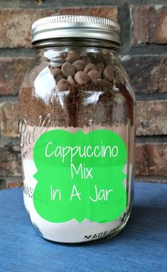 Cappuccino Mix in a Jar. Looking for a unique Gift in a Jar idea? We make this for those that would not like cookies Mason Jar Mixes, Mason Jar Drinks, Mason Jar Diy, Jar Food Gifts, Food Jar, Gift Jars, Mason Jar Christmas Gifts, Handmade Christmas, Diy Christmas