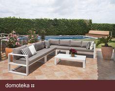 Zestaw Malaga Lounge to ekskluzywna propozycja mebli, zaprojektowanych w trosce o komfortowy wypoczynek na tarasie, balkonie, w ogrodzie, a nawet we wnętrzu pomieszczeń. HOUSE&more.