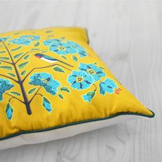 Diva Bara pillow with swallow bird and flax flower